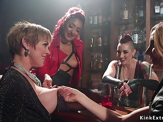 Mature dyke double penetrations humped in foursome bondage