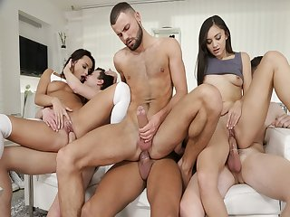 Guys and babes cant resist the hotness and made an intense scene