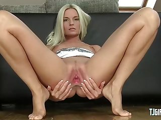Horny Lady Shows Her Pink Pussy Wide Open