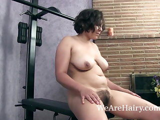 Francesca Z does a sexy and naked workout