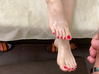 TEEN GIRLS FIRST TIME FOOTJOB AND CUMSHOT ON SOLES