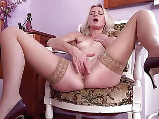Slim mommy plays with her hungry pussy